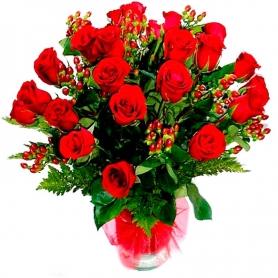 Florero con 24 Rosas Rojas más Hipericos