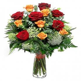 Florero con 12 Rosas Amarillas y Rojas
