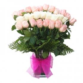 Florero con 24 Rosas Blancas y Rosa
