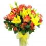Florero de 12 Rosas Circus más Liliums Amarillos con Hipéricos