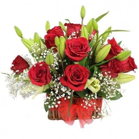 Canastillo de 9 Rosas Rojas y Liliums Blancos