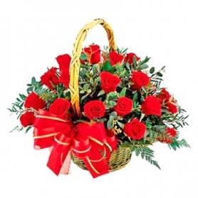 Canastillo con 24 Rosas Rojas Importadas