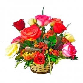 Canastillo de Rosas Multicolor 12 Rosas