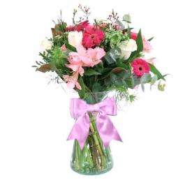 Florero en con 5 rosas blancas astromelias gerberas flores rústicas y flores mix